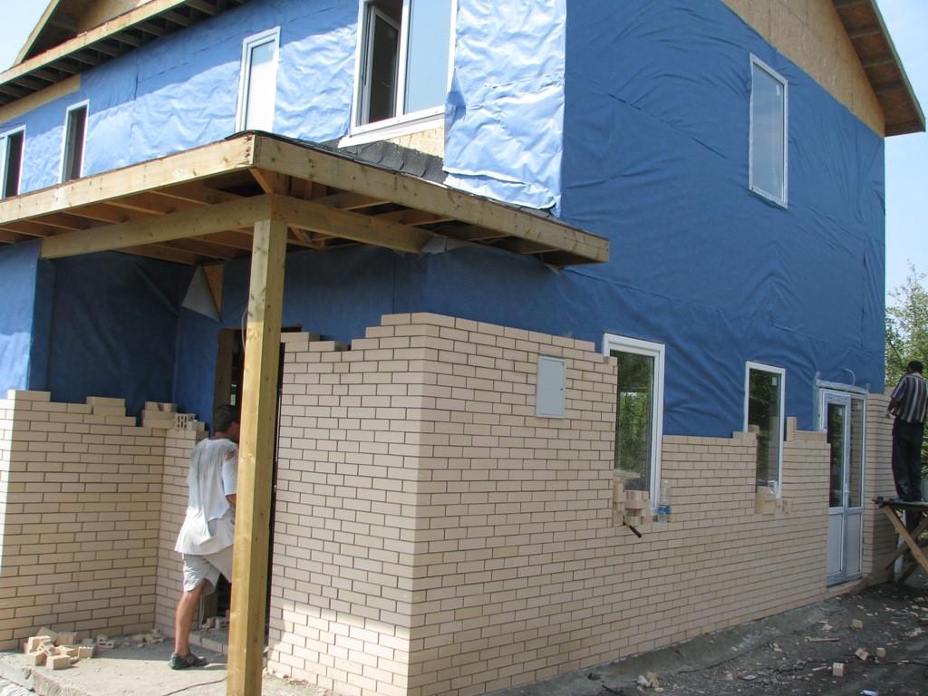 Варианты облицовки деревянного дома кирпичом: каркасные стены