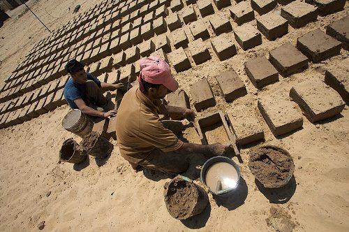 Изготовление глиняного кирпича своими руками