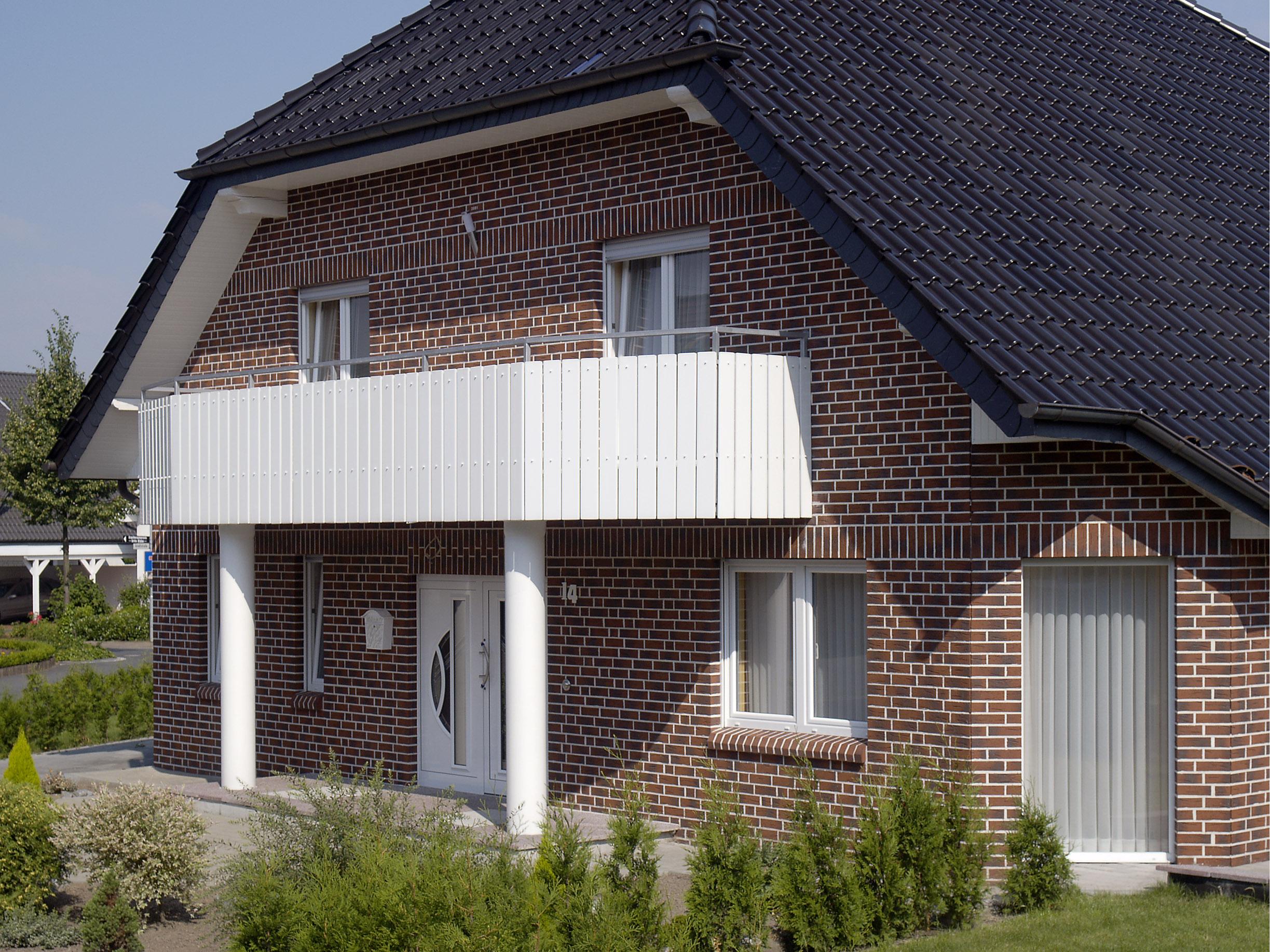 Какой строить дом: кирпичный или деревянный