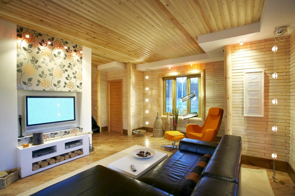 Интерьер дома, построенного из деревянного кирпича