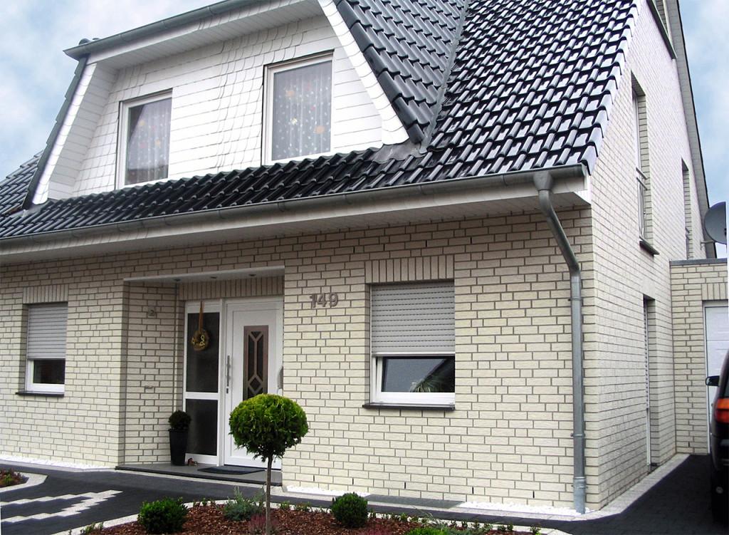 Цоколь и стены дома в одной плоскости