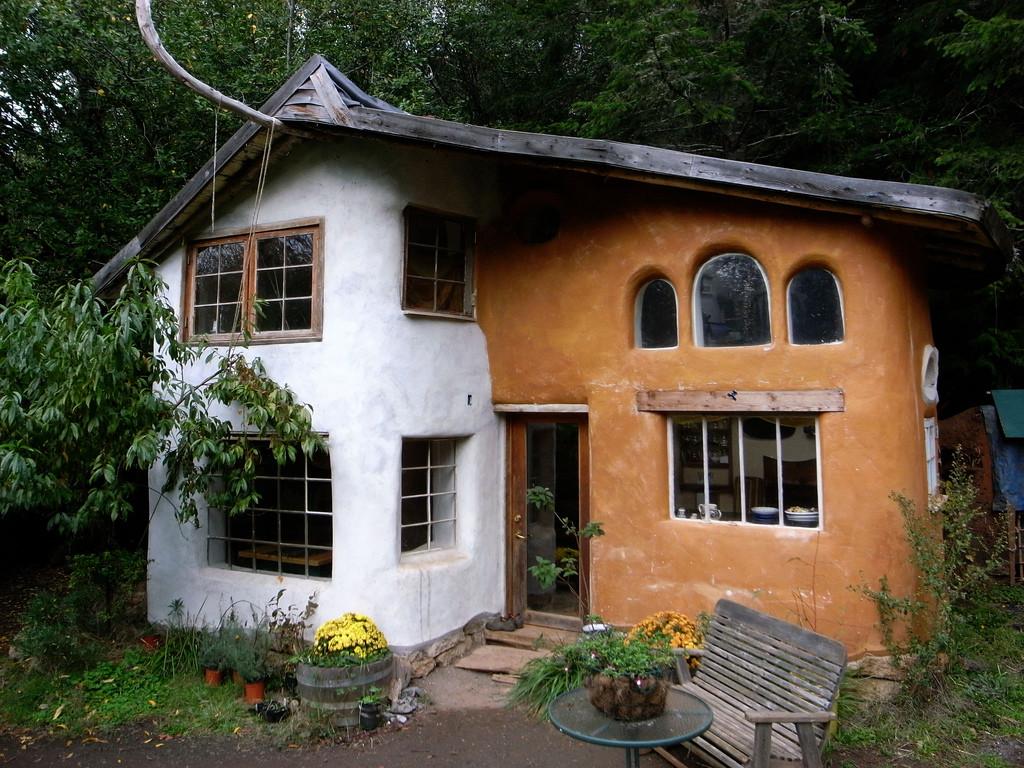 Саманный дом тоже может быть красивым