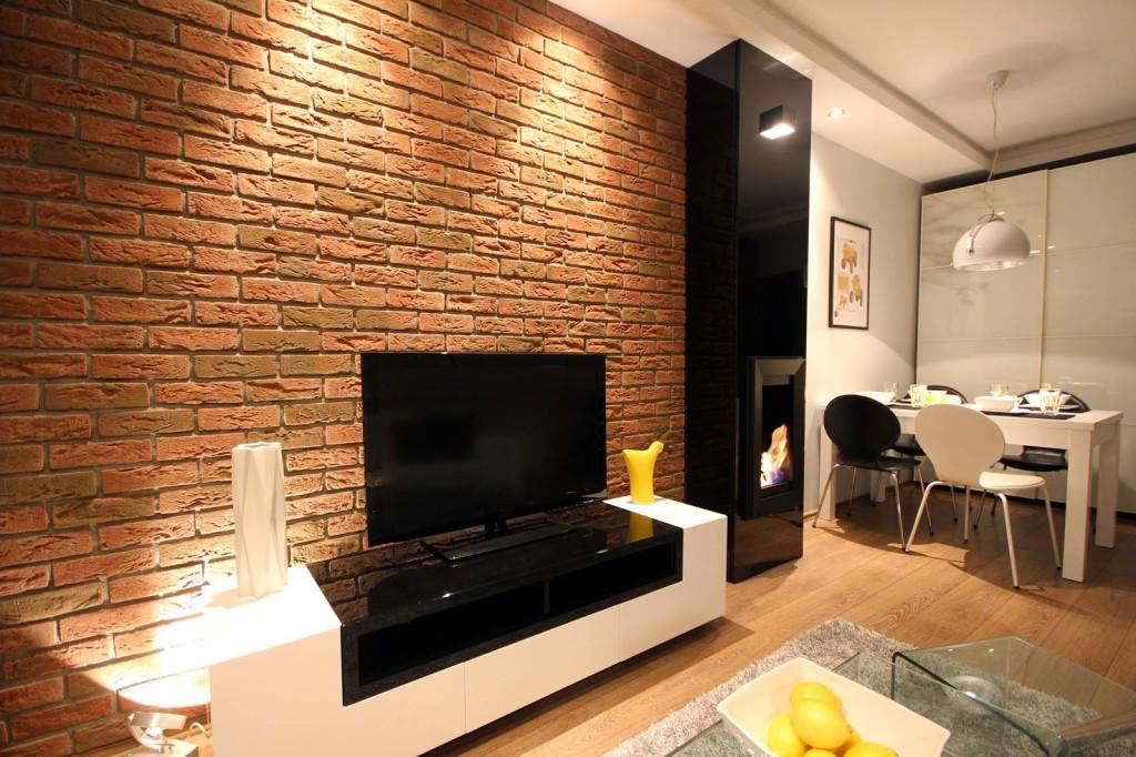 Гостиная с кирпичной стеной