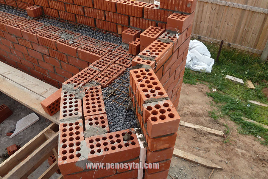Принцип кладки стен с колодцами
