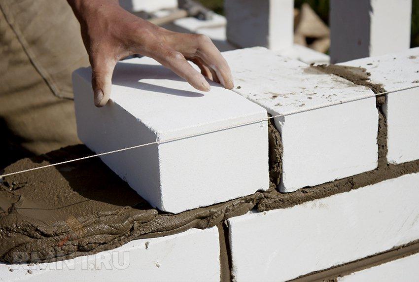 Стены, возводимые из силикатного кирпича