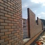 Кирпичная облицовка стены из бетонных блоков с утеплением