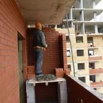 Возведение ограждений балкона, и закладка фасадных стенок каркасно-кирпичных домов