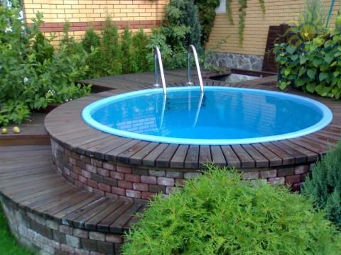 Маленький бассейн на даче