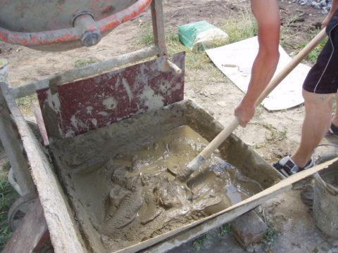 Сразу размешиваем только глину
