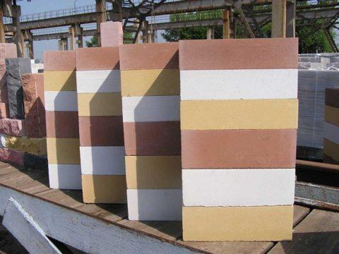 Цветной полнотелый силикатный кирпич
