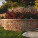 Декорирование ландшафта: подпорные стенки из блоков Бессер
