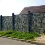 Интересный забор из кирпича Бессер