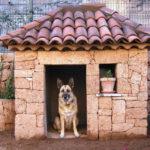 Собачий дом из натурального камня