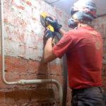Шлифовка кирпичной стены в реставрационных целях