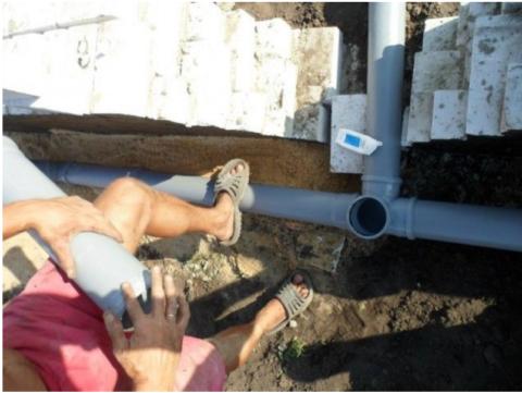 Сборка канализационных труб