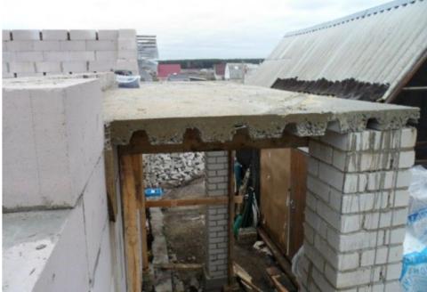 Залитая балконная плита