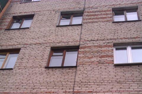 Деформационный шов в пятиэтажном здании