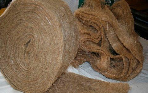 Лен (пакля) больше подходит для деревянных домов