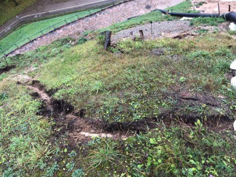 Усадочные швы нужно делать в тех местах, где почва может просесть