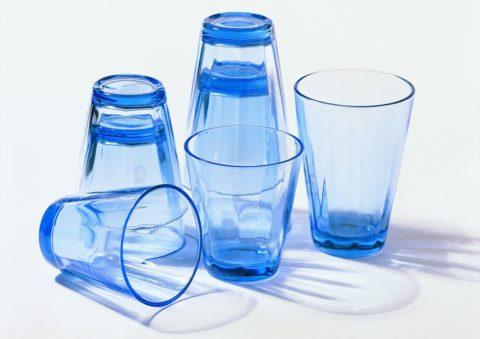 Всем известный пример из жизни, когда невозможно разделить два стакана
