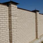 Забор из мраморного материала
