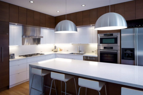 На кухне-столовой предусмотрено и место для приема пищи