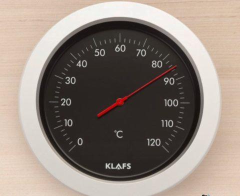 Температура в бане может достигать 90 градусов