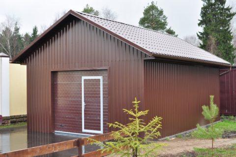 В хозяйственной зоне может быть расположен гараж