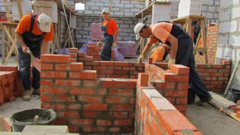 Процесс возведения конструкций из кирпича