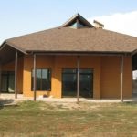 Оригинальный домик из кирпича для небольшой семьи