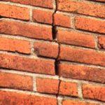Источники разрушения кирпичных конструкций могут быть самыми разными