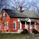 Облицовка деревянного дома имеет много плюсов - фото