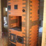 Простая и эффективная печка-голландка отлично подойдет для дачи или небольшого дома