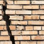 Развитие разрывов может привести к полному разрушению кладки