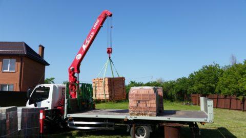 Перевозку стройматериалов лучше всего осуществлять на специально оборудованном транспорте