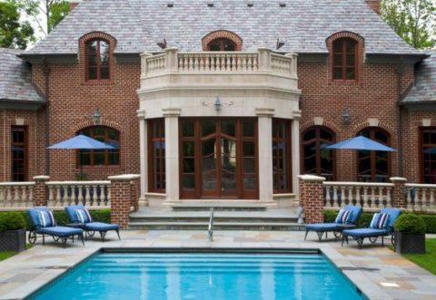 Великолепный особняк с бассейном