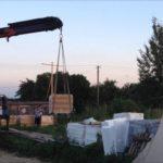 Выгрузка материалов на стройплощадке