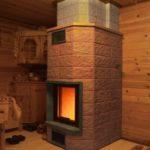 Красивая печь-камин для бани из кирпича