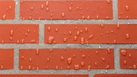 Для защиты от влаги поверхность покрывают гидрофобизаторами