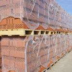 Необходимо соблюдать правила хранения кирпича на стройплощадке