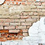 Разрушение кирпичей может происходить по различным причинам