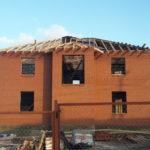 Возведение крыши убережет кладку от намокания