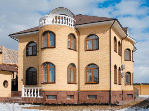 Здания из кирпича отличаются надежностью и эстетичностью