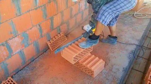 Чтобы распилить кирпич, нужен специальный инструмент