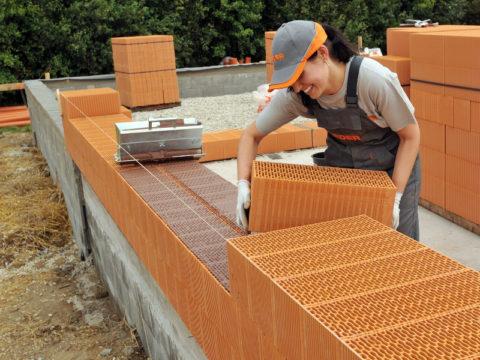 Строительство из поризованных крупноформатных кирпичей