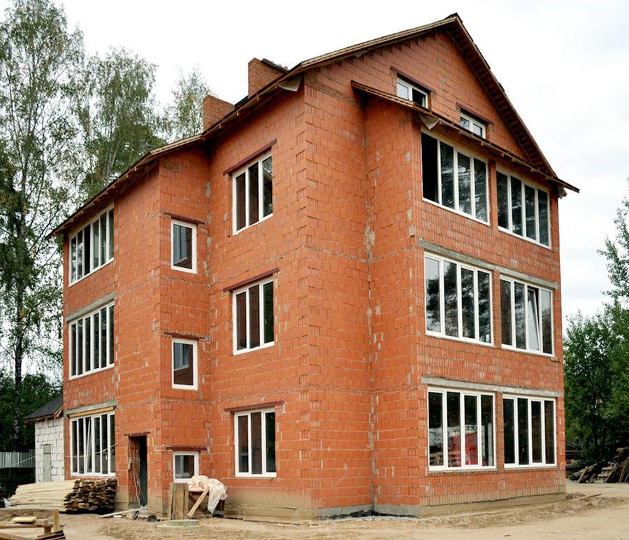 Жилой дом из поризованного кирпича