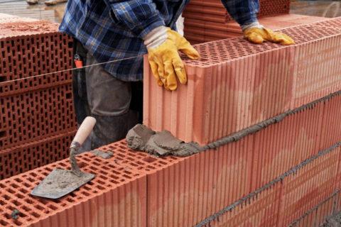 Возведение стены из крупноформатных блоков