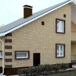 Проект кирпичного дома с цоколем и мансардой: вариант с террасой на втором этаже