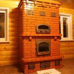 Красивая печка для дома в деревенском стиле требует периодической чистки